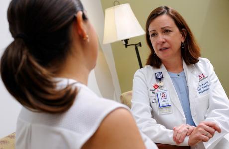 Khi mẹ có biểu hiện trầm cảm sau sinh cần tới gặp bác sĩ càng sớm càng tốt