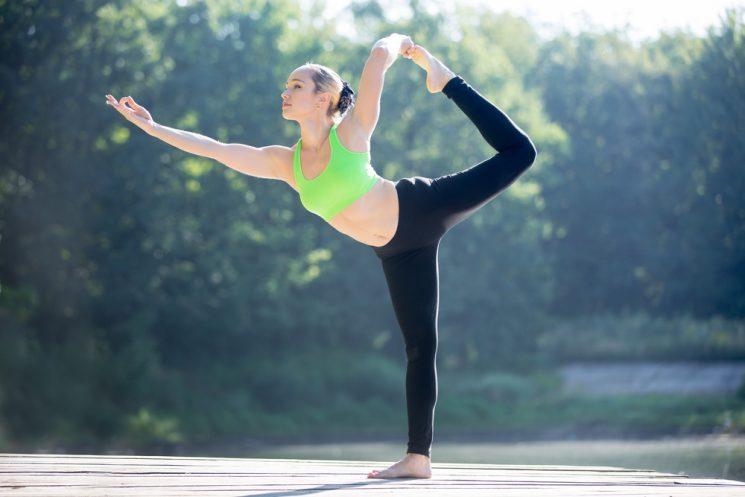 me-oi-nho-tranh-5-tu-the-yoga-trong-thai-ky-nay-keo-hai-me-hai-ca-con-me-nhe-2