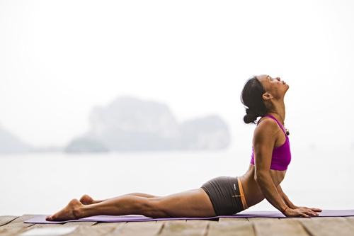 me-oi-nho-tranh-5-tu-the-yoga-trong-thai-ky-nay-keo-hai-me-hai-ca-con-me-nhe-3