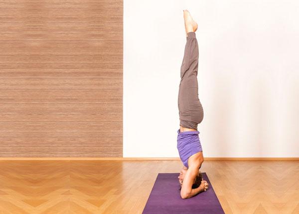 me-oi-nho-tranh-5-tu-the-yoga-trong-thai-ky-nay-keo-hai-me-hai-ca-con-me-nhe-4
