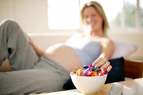 Vì sao bà bầu cần giảm lượng đường khi mang thai
