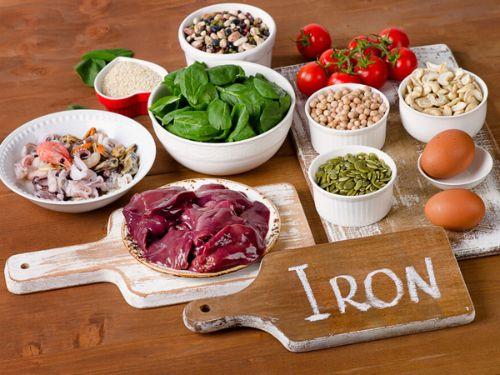Ăn thực phẩm giàu sắt và chất xơ để hạn chế táo bón