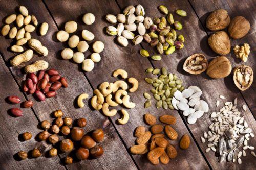 Các loại hạt là món ăn vặt khoái khẩu và là nguồn cung cấp sắt dồi dào