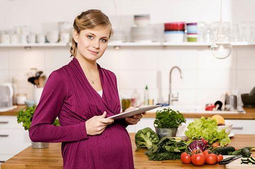 Bà bầu thiếu thiếu sắt và canxi cần ăn gì?