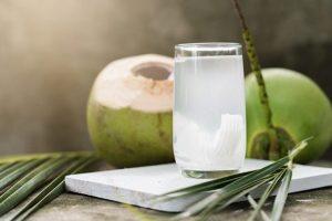 Uống sắt xong uống nước dừa được không?