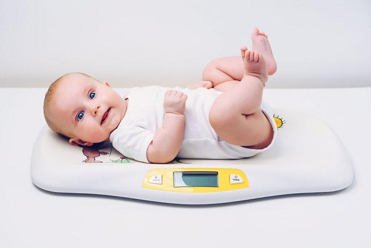 Trẻ sơ sinh uống sắt bị táo bón có nguy hiểm không
