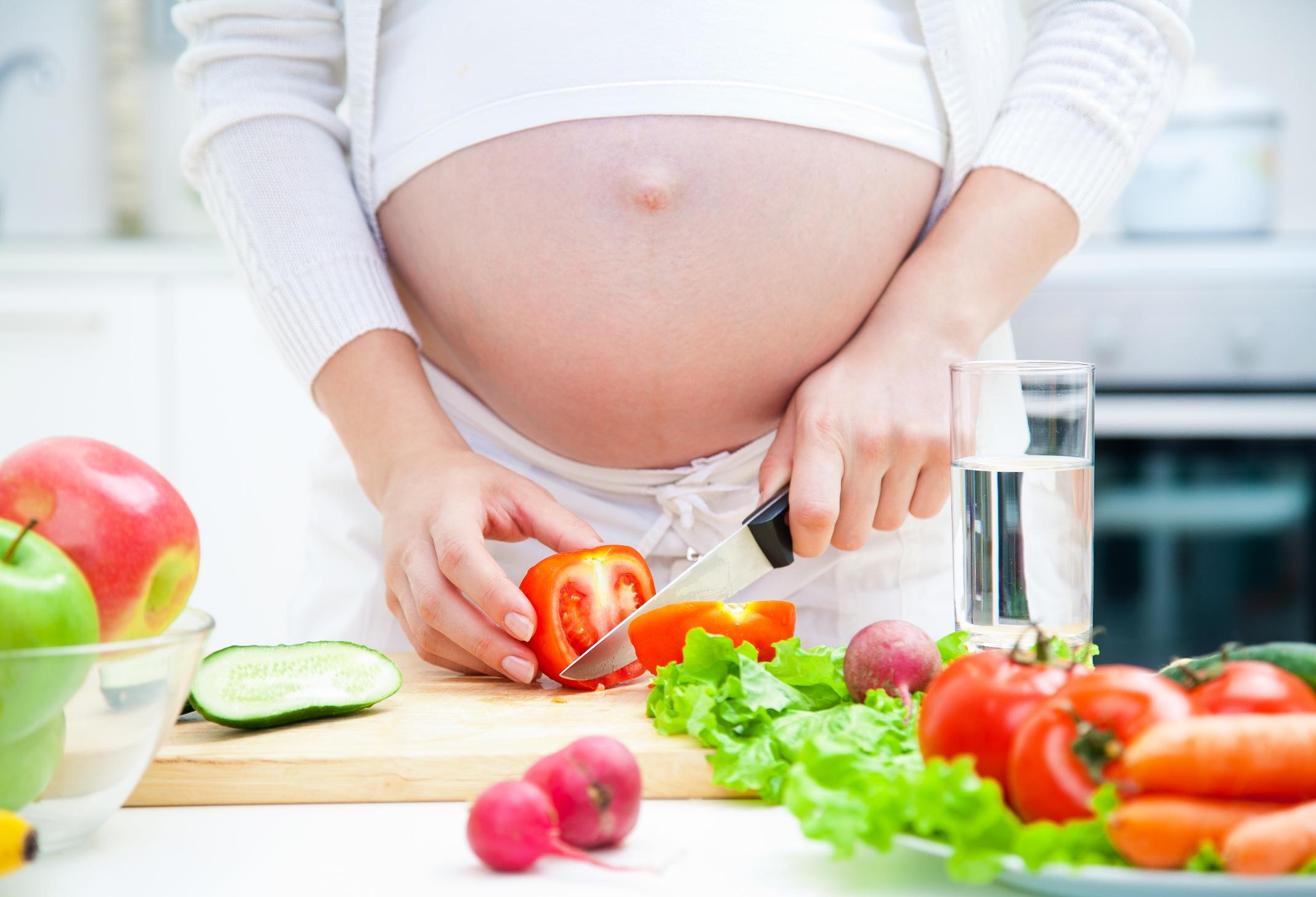 Phụ nữ sau sinh không nên ăn gì?