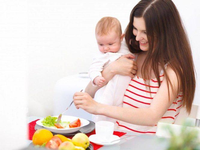 Mẹ sau sinh nên ăn gì để có nhiều canxi cho con bú