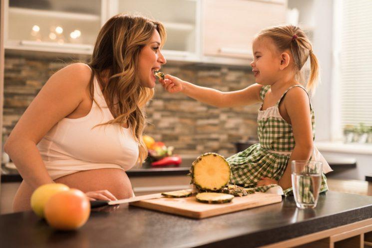 Bà bầu nên ăn bao nhiêu dứa để dễ sinh?